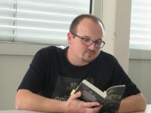 """Lesung aus """"Die Verschwörung der Schatten"""" (Luzifer Verlag) Foto geknipst und zur Verfügung gestellt von Anke Brandt"""